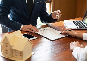شانه خالی کردن فروشنده از سند زدن به نام خریدار از منظر حقوقی
